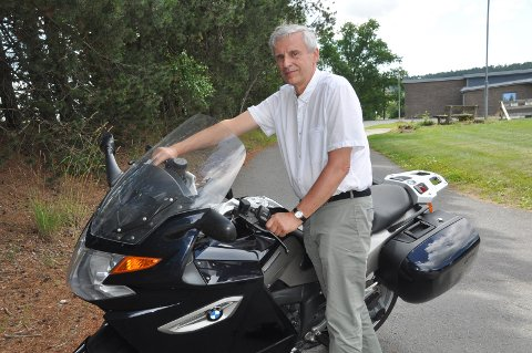 MOTORISERT: Paul Stronegger kjører gjerne motorsykkel, og er med i en gruppe som kjører sammen i naturskjønne omgivelser.