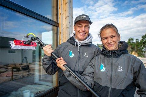Ekteparet Jostein og Nanini Bakken satser friskt på Hvaler med nytt firma. De tilbyr alt av utvendig renhold for hus, hytter og industribyggg.