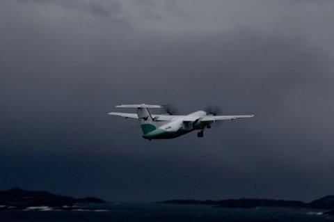 Illustrasjonsfoto av Widerøe-fly over Svolvær. Foto: Ola Solvang, Norldys.no