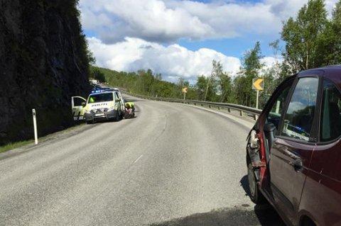 UTSATT: Rombaksveien har i alle år vært en ulykkesutsatt vei. Her fra ei ulykke i juni 2015. Arkivfoto: Fritz Hansen