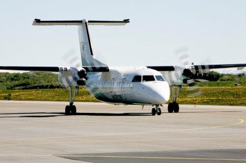 FORSINKET: Problemer med et av Widerøes Dash 8-400-fly gjorde av passasjerer på vei til Harstad/Narvik lufthavn Evenes ble forsinket. Illustrasjonsfoto.
