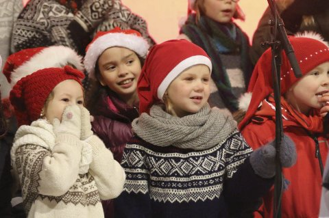 Vakkert: Ankenes og Håkvik barnekantori, Narvik kirkes barne- og ungdomskantori og Minores sang vakkert, ledet av Ingjerd Grøm. På piano Øivind Bakken.