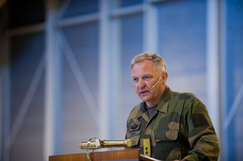 Generalinspektør Per Egil Rygg avviser kritikken fra havarieksperten som sier han ikke ville lagt en militærflyplass på Evenes.