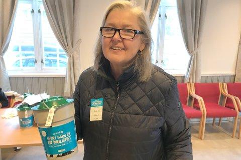 Randi Johnsen fra Ankenes har søttet UNICEF i mange år, og mener de gjør en viktig jobb. Derfor meldte hun seg som bøssebærer.
