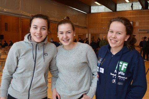 LÆRTE MYE: Marthe Amalie Blom Sælnes, Victoria Olsson og Emma Einarsen lærte mange nye ting om nettvett og nettmobbing.