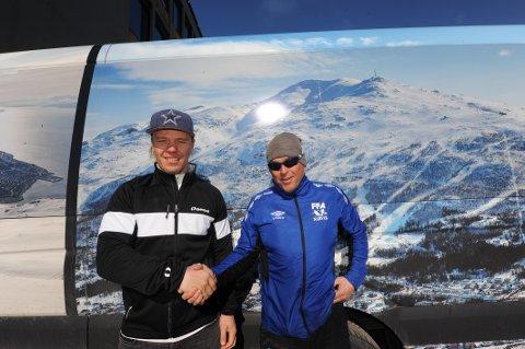 Michael Stenbak, til venstre, erstatter Arne Olsen på FFA.
