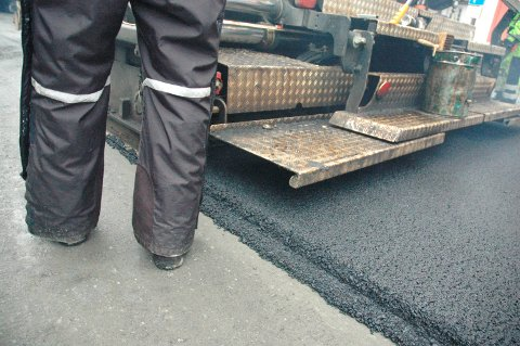 ORDNER OPP: Cirka 500 meter med asfalt skal legges på toppen av Bjerkviklia/Øse. Arkivfoto: Roger Danielsen.