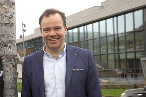 FYLKESRÅD: Tomas Norvoll sier det er umulig å si sikkert hva som skjer med de 13 ansatte ved IMDis kontor i Narvik. Foreløpig har regjeringen bare varslet at tjenester kan bli overtatt av fylkene. Fylkesråden tror Nordland fylkeskommune vil opprettholde fagkompetanse i Narvik – selv om kontoret kan krympe. foto: Terje Næsje
