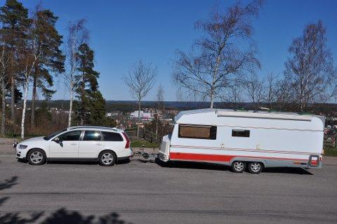 CAMPINGTID: Sommeren er tiden for camping. Samtidig er det en del regler i trafikken. Illustrasjonsfoto