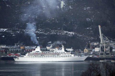 CRUISESKIP: Arkivfoto av cruiseskip i Narvik Havn.