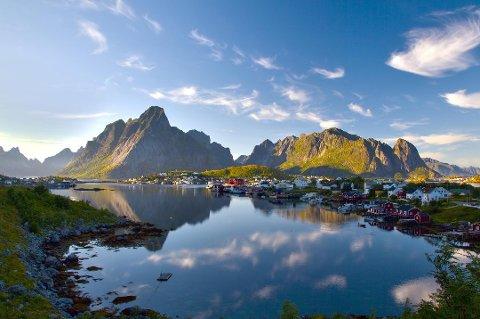Artikkelen hos CNN viser et bilde av Reine for å understreke hvor vakkert det er i Lofoten.
