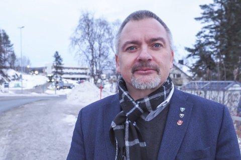 MATTILSYNET: Rådmann Lars Skjønnås forteller om en god dialog med Mattilsynet. Foto: Terje Næsje