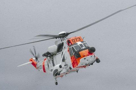Fem personer ble fraktet vekk fra ulykkestedet med Forsvarets redningshelikopter.