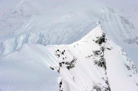 FLØY FOR LAVT: På grunn av blant annet feile kart kom flyet seg aldri over denne fjellveggen. Resultatet av det ble fatalt.