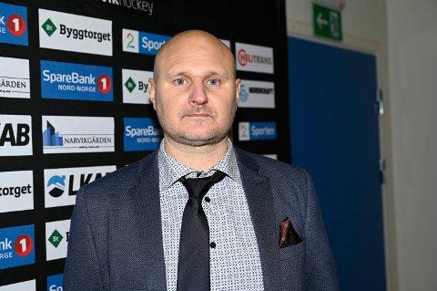 GJØR FLERE RIKTIGE VALG: Mikael Kvarnström mener spillerne i Narvik hockey gjør flere riktige valg ute på isen nå enn ved sesongstart