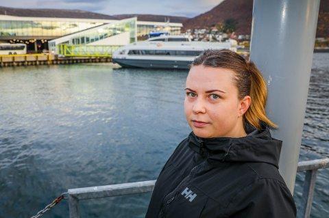 I KNIPE: Planen om å pendle til jobben i Tromsø kan bli torpedert for Christina Louise Hveding-Bårdsen som er på flyttefot til Rossfjord.