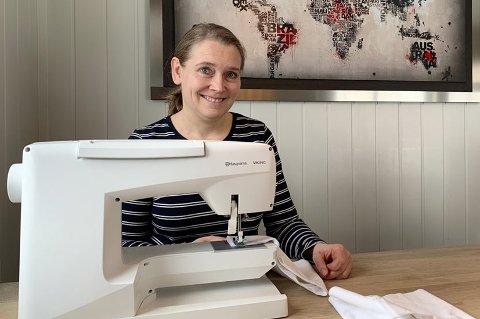 SYR: Katrine Nysted har allerede sydd ti munnbind, og lager gjerne flere.