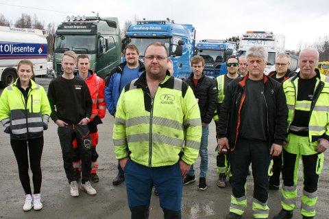 STØTTE: Kenneth Richardsen (foran) samlet mange yrkessjåfører til markeringa fredag.