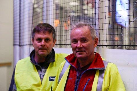 PASSER PÅ: Smittervernansvarlig Jan Åke Mangersnes og Fagansvarlig lege Andreas Holund  i Narvik ishockeyklubb retter en sterk anmodning til publikum om å overholde  smittevernreglene.