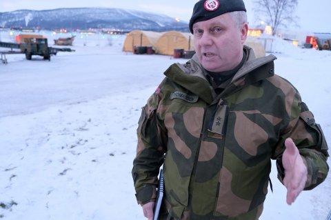 STRENGT: Sjef for alliert treningssenter, Trond Thomassen, forteller om det strengs regimet de utenlandske soldatene møter fra det øyeblikket de setter beina på flystripa på Bardufoss.