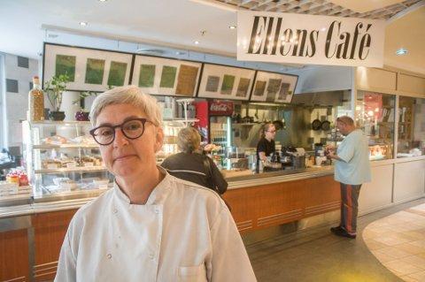 DREV KAFE: Ellen Stavdal drev kafe i Hammerfest i 19 år. Dette bildet er tatt tilbake i 2017.