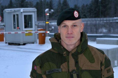 TRYGG: Talsmann for Hæren, Eirik Skomedal, forteller at det jobbes iherdig med å finne smittekilden.