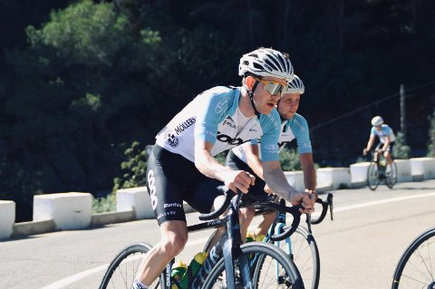 SYKLIST: Kristian Aasvold er en del av team Coop og deltar på sykkelritt i hele Europa. Han reagerer på hva som skrives i kommentarfeltene hver gang det er en sykkelulykke på norske veger.