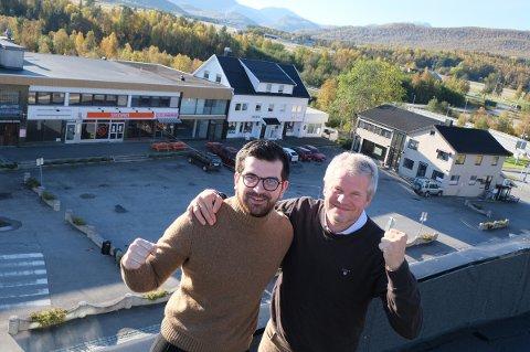 BYFORKJEMPERE: Marius Nilsen (t.v.) og Martin Nymo skal feire den nye byen i Troms og Finnmark.