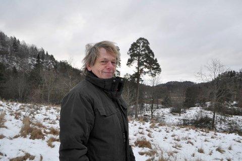 EVIG SØK: Ole Rojahn ga aldri opp håpet om å finne stedet der Norges første glassverk ble etablert.