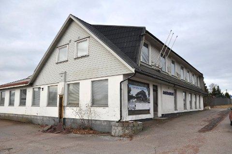 RIVES: Det er noen år siden Aasgaarden møbler holdt til her. Noen vårrullproduksjon ble heller aldri aktuelt.