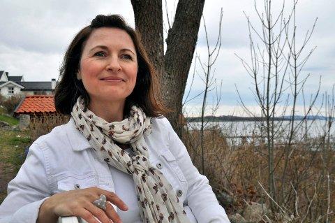 FORELSKET: Lisa Strømme synes det er mye spennende historie på denne siden av fjorden.