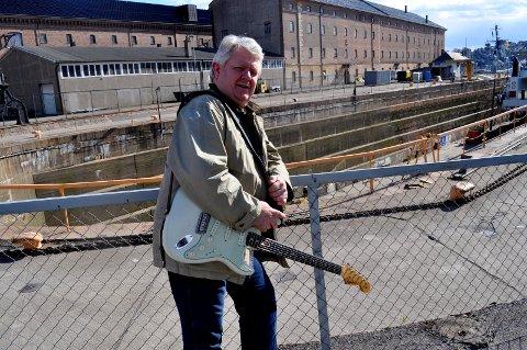 GITAR: Jon Petter Westerlund har spilt i mange band i Horten.