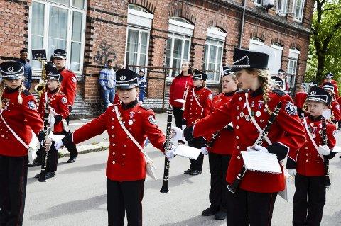 SOSIALT: Korpset er et lavterskeltilbud for barn og unge. Bilde av Horten Skolekorps under en korpsøvelse.