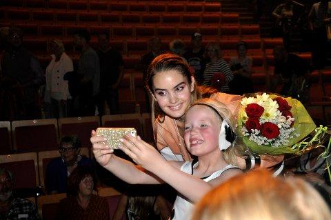 STAS: Det var kø av barn som ville ta selfie med Adelen.