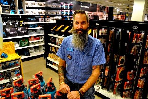 ENDRING: Butikksjef Morten Kaarby ser en stor endring hos kundenes handlemønster siden han begynte i bransen for 20 år siden.