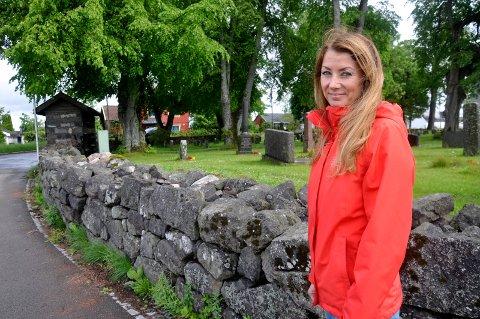 KNUTEPUNKT: Cathrine Stangeby Engebretsen ønsker at Borre kirke av og til slår opp dørene for pilegrimsvandrerne.