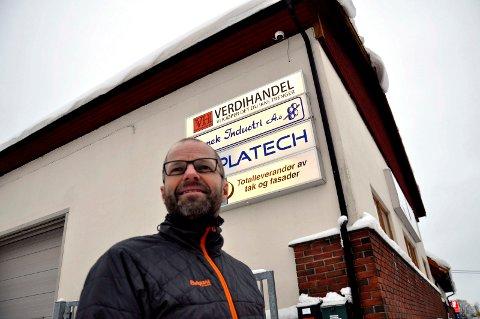 PÅ RA: Langs Hortensveien, nær bilverksted og bilpleiefirma, har Rune Fevang etablert Verdihandel.