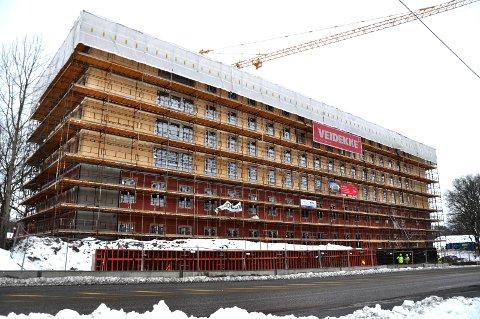 FORANDRING: Hybelhuset på toppen av Gunnerødbrekka reiser seg.