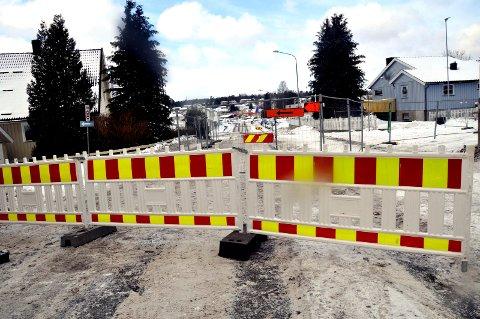 STENGT: I krysset Paul Bentsens gatei/Grønligata skal det graves opp en kum. Da blir Grønligata stengt 14 dager framover.
