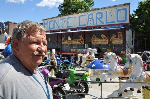 BARNETIVOLI: Allan Jakobsen er 4. generasjon tivolieier. Nå er han på torget i Horten med karuseller og lykkehjul.