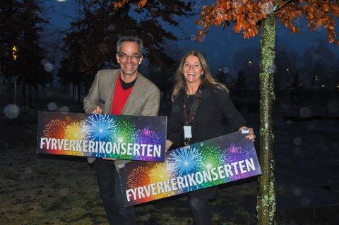 RAKETTFART: Ole-Jacob Thorkildsen og Linda Berglund er strålende fornøyd med starten på billettsalget for kommende fyrverkerikonsert.