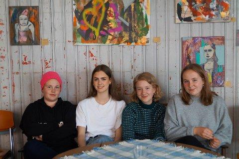 NYE ANSIKT DU BURDE VITE HVEM ER: Her er det fire flotte jenter fra Natur og Ungdom, Tyra Langebråten, Ylva Kristine Rvalø-Hamann, Ella Ingrid Persson Ringeborg og Yme Korshvan.