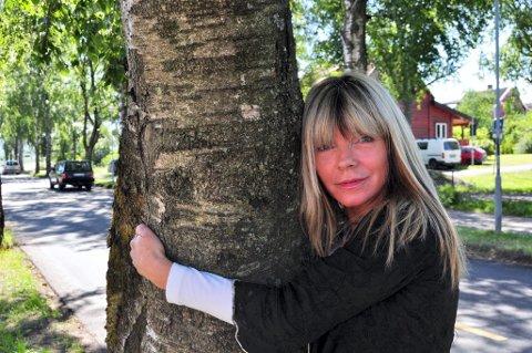 OPPRØRT: Birthe Carlsen (SV) reagerte med vantro da Formannskapet ga sin støtte til administrasjonens planer for boligutbygging i havneområdet. Nå har hun tatt initiativ til både demonstrajon og underskriftskampanje.