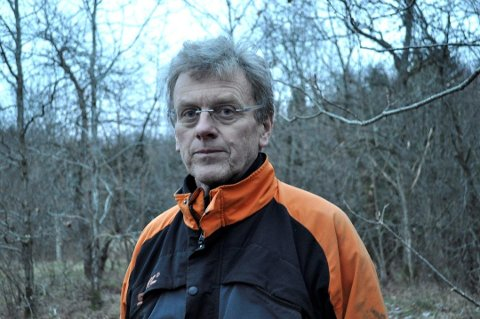 BEKYMRET: Det er meldt om skogbrannfare flere steder i landet, inkludert Horten. Samtidig er det mange som griller i marka. Det bekymrer grunneier Trond Schmidt.