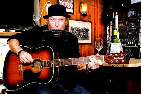 OVERSETTER: Ole Kristian Pettersen har oversatt 20 låter som skal framføres med band på Dylan's 80-årsdag i mai.