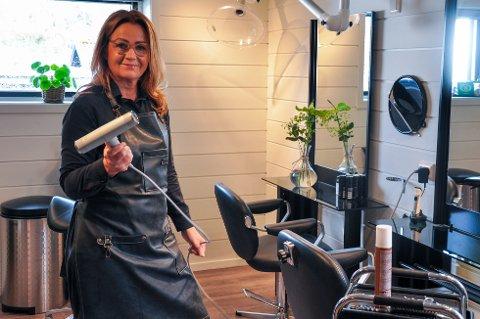 Synnøve Ravndal gledet seg til å kunne åpne salongen igjen, men da hun kom tilbake på jobb var det 135 kunder på ventelisten.