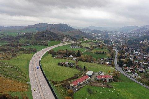 Slik ser Vegvesenet for seg ny E39 mellom Bråstein og Ålgård. Alternativet med lengre tunell blir for dyrt, mener de.