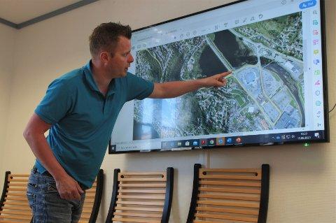 Avdelingsleder Trond Hansen i Gjesdal kommune forklarte arbeidsgruppen for veg og trafikksaker hvor de førerløse bussene skal gå.