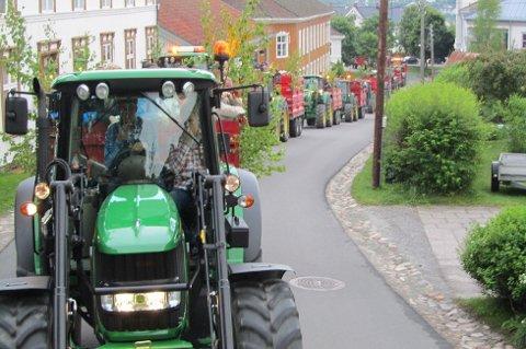 REAGERER: Distriktes bønder, her på tur gjennom Kongsvinger, reagerer på tilbudet fra staten.