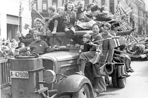 GLEDE: Oslo eksploderte i gledesrus 8. mai 1945, da det var klart at andre verdenskrig og den tyske okkupasjonen var over.